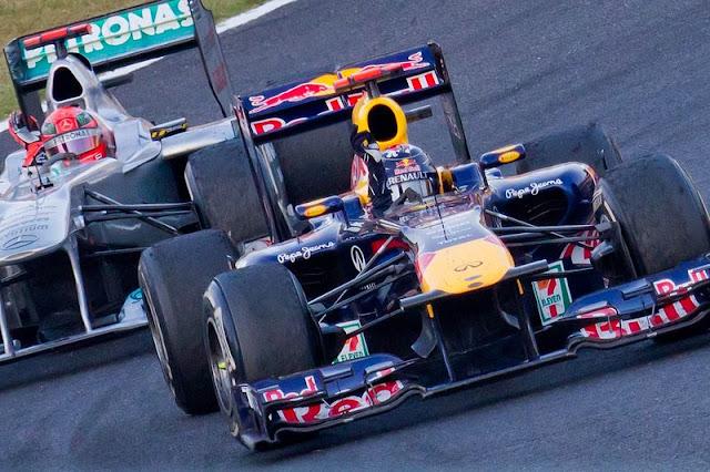 Gambar Mobil Balap F1 Red Bull di Circuit Jepang