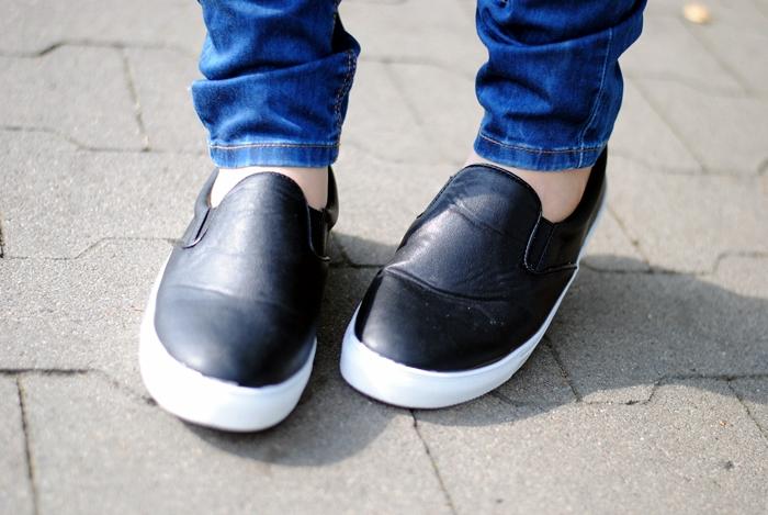 czarne slippersy