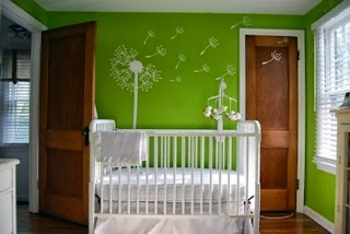 Dormitorio de bebe verde blanco