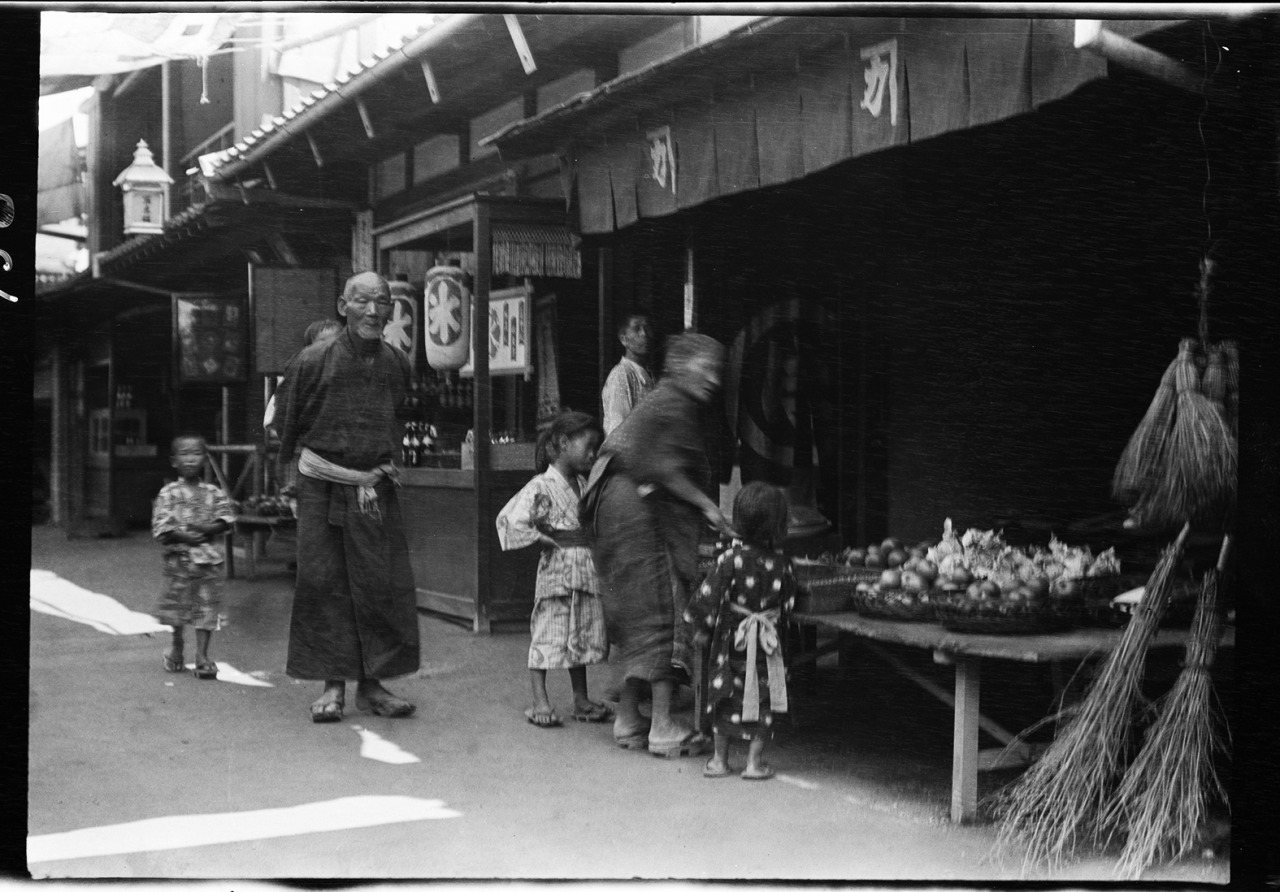 Rare Vintage Photographs of Japan\'s Daily Life Taken by Arnold ...