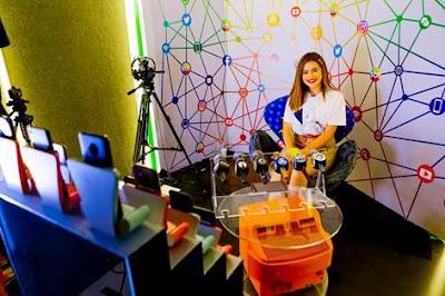 Maisa Silva em um bate-papo com influenciadores digitais no estúdio Nano Box do SBT (Crédito: Gabriel Cardoso/SBT)