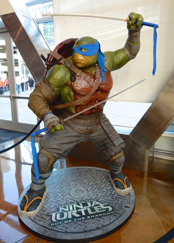 Leonardo statue Teenage Mutant Ninja Turtles Out of Shadows
