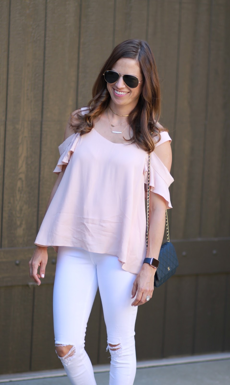 white high waisted jeans outfit