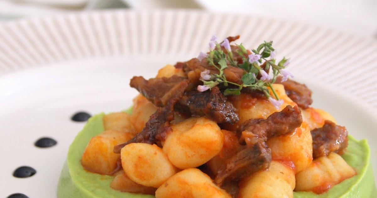 Gnocchetti di patate con coda di bue brasata e purè di piselli