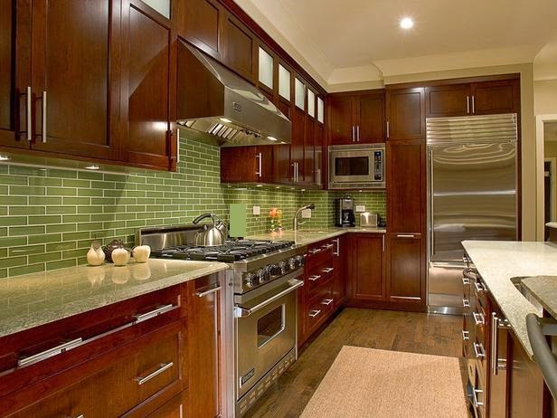 Cocina en marrón y verde