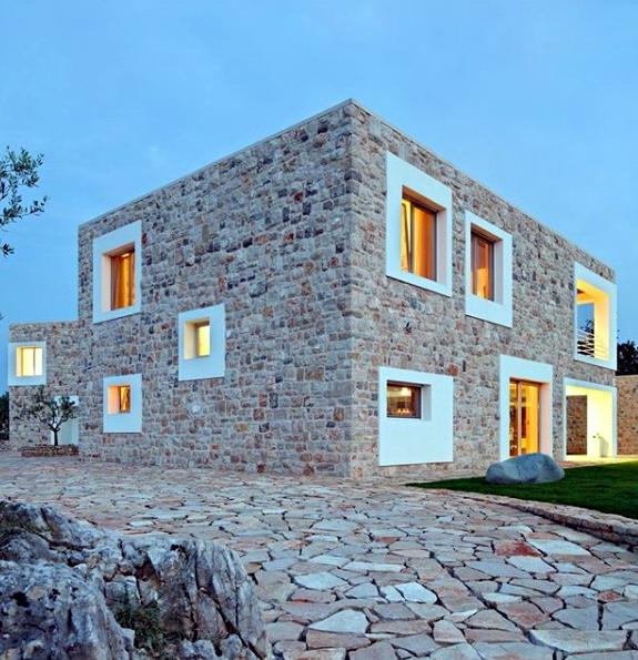 rumah minimalis dinding batu merah dan cream acak
