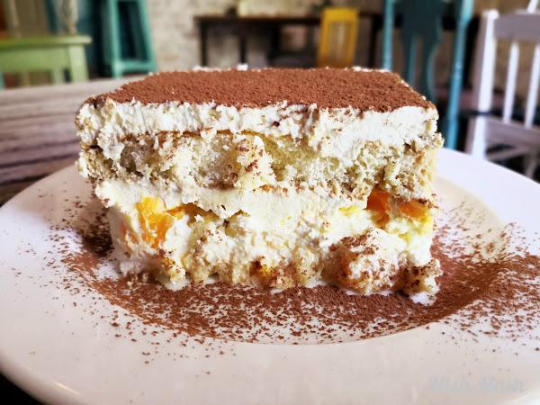 Бишкотена торта с портокалов крем