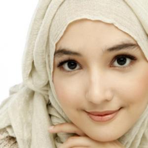 Foto Muslimah Cantik Cara Merawat Kulit Kering Saat Puasa Ramadhan