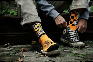 Model Kaos Kaki Stay cool Socks Motif X Elders Orange kekinian pria
