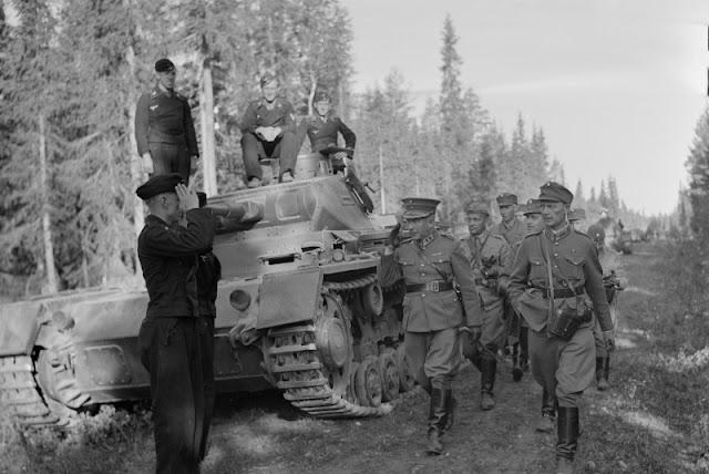 Finnish General Hjalmar Siilasvuo inspecting German troops, 1 July 1941 worldwartwo.filminspector.com