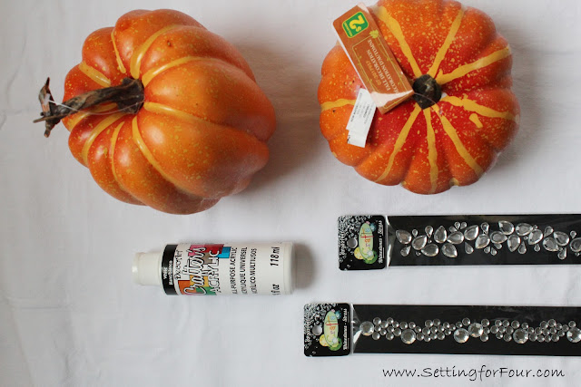 Make this GLAM DIY Bling Pumpkin for a neutral elegant way to decorate your home for Fall and Halloween!