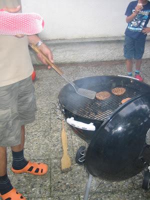 Kindergeburtstag: Burger grillen und Nacho-Schichtsalat