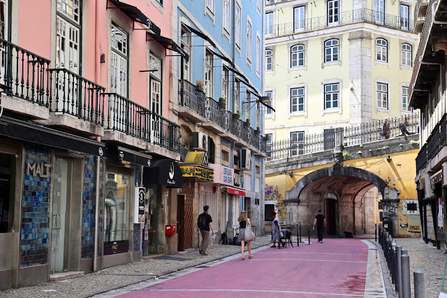 street scene, Lisbon, Portugal:  Pic: Keratin Rodgers/msmarmitelover