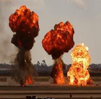 explosoes gasolina simulando bomba caindo show aereo