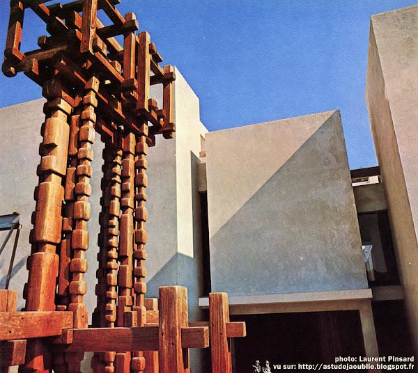 Crestet - Maison / Atelier de François et Claude Stahly  Architecte: Bruno Stahly  Sculpteur: François Stahly  Construction: 1966 - 1970   Textes et photos: Connaissance des Arts - 197
