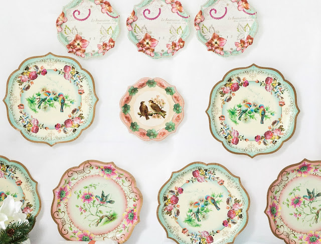 Vintage christmas decoration with paper plates