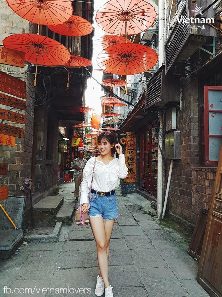 Kinh nghiệm du lịch Phượng Hoàng Cổ Trần: ăn uống, mua sắm