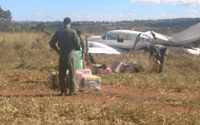 A Força Aérea do Brasil intercepta avião com 500 quilos de cocaína