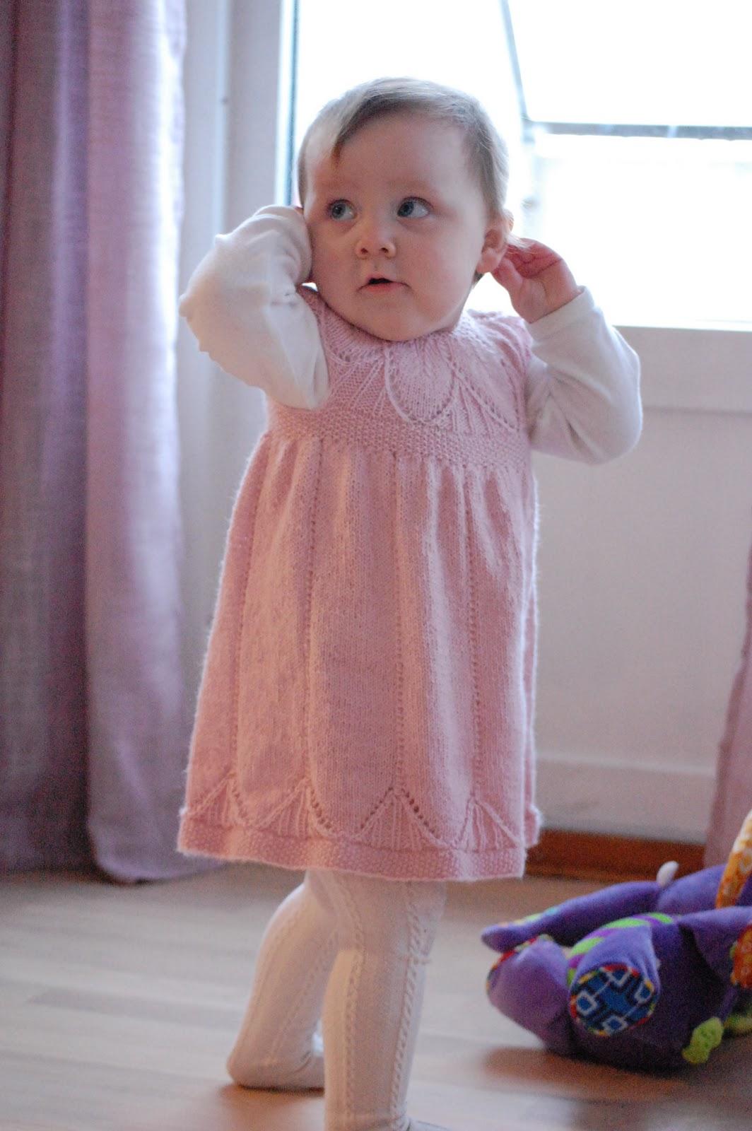 sy en baby kjole opskrift