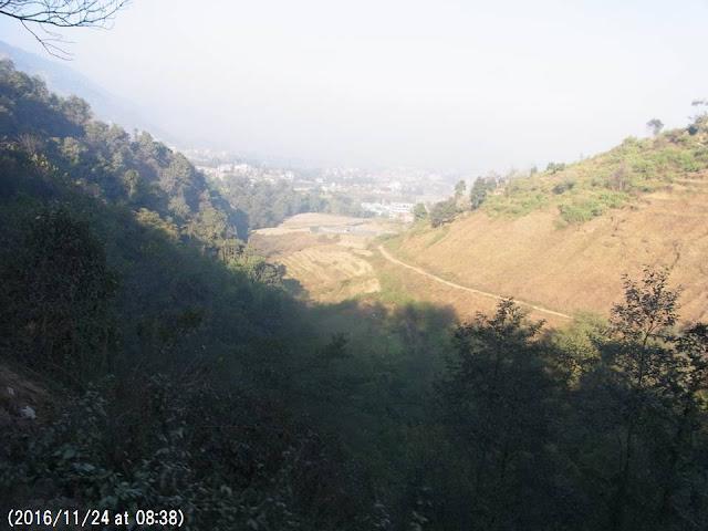 写真16 サンガ峠から眺めたカトマンズ盆地の大気汚染