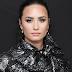 Existe uma teoria de que Demi Lovato tá dando azar pra tudo quanto é cantora pela internet