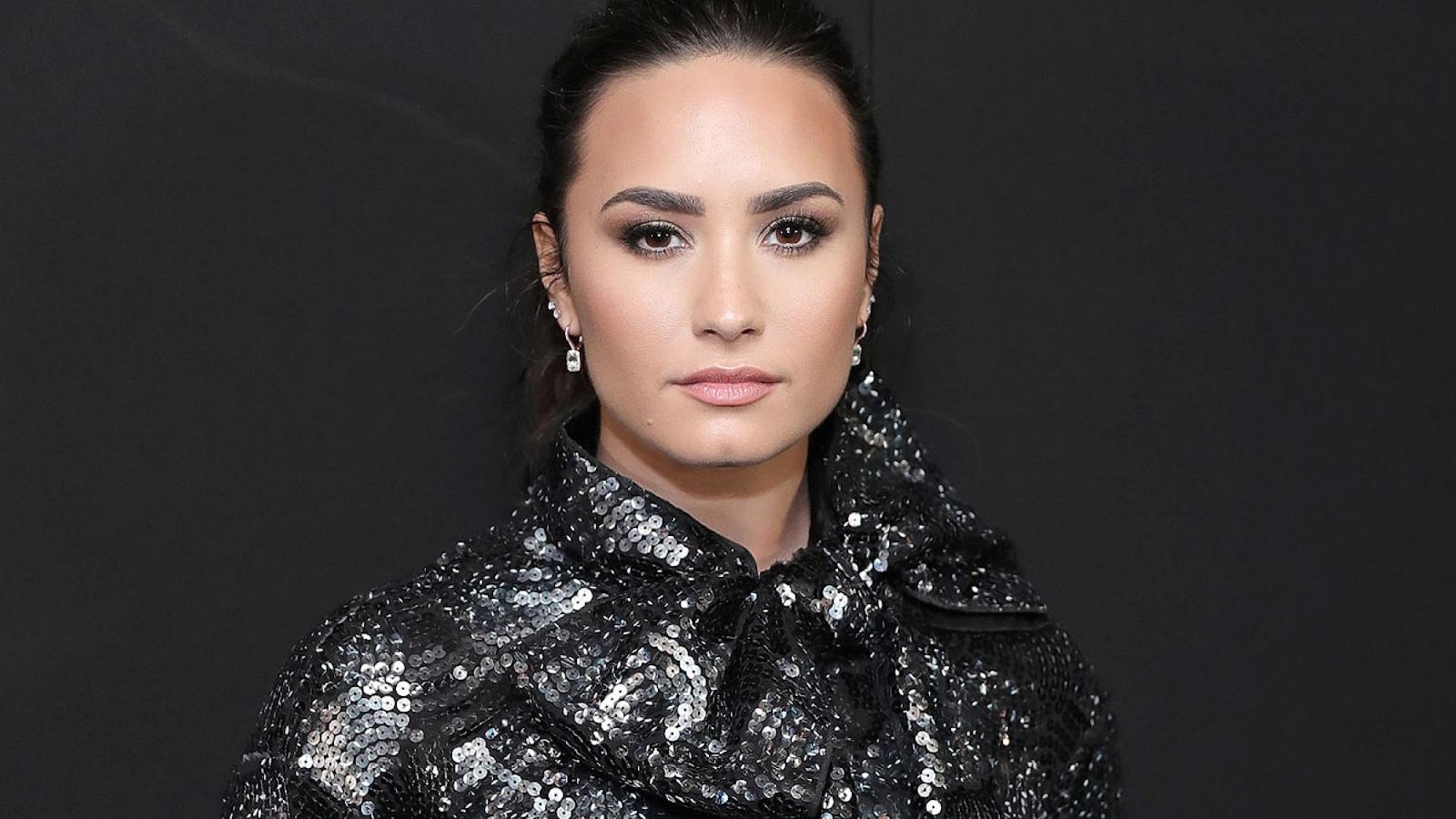 Por meio de suas redes sociais, Demi Lovato já teria dividido seu azar com Selena Gomez, Britney Spears, Iggy Azalea e até Katy Perry.