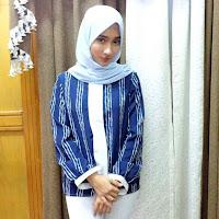 Foto Naomi Zaskia pake jilbab hijab kerudung