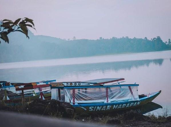 Naik Perahu di Situ Patenggang Ciwidey Bandung