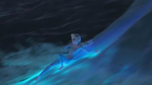 Gambar Ratu Elsa Berjalan di atas Laut Frozen 2