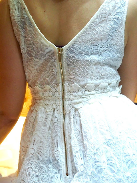 Night & Day | outfit details of the back of a white lacy dress with zipper detail