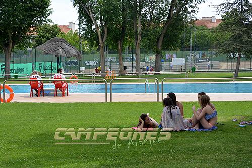 Baja el precio de la piscina municipal de aranjuez for Precio piscina municipal