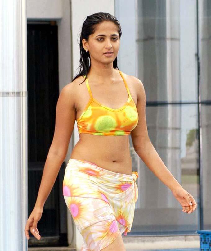 Oh ! Anushka Shetty: Anushka Shetty Sexy Bikini Photoshoot ...