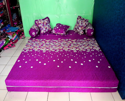 sofa bed inoac motif ungu bunga popy posisi kasur inoac