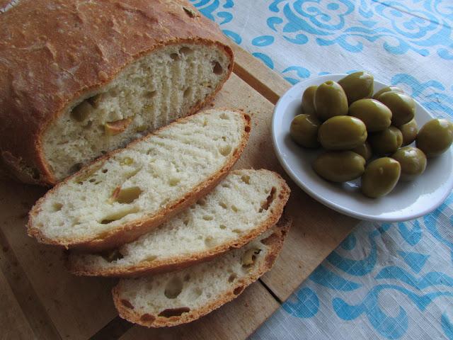 chleb oliwkowy