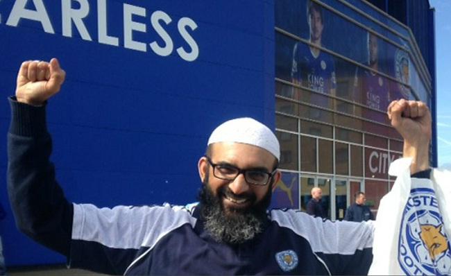 imam besar Leicester bernama Dr Ather Hussain dari Islamic Center Inggris ikut merayakan kemenangan Leicester yang historis.