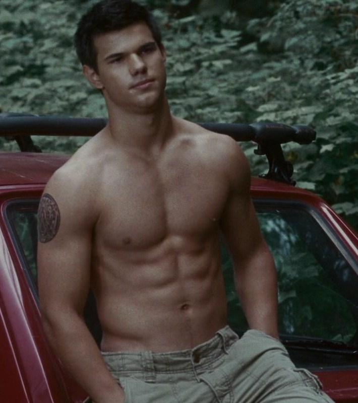 e1c4a8455 Taylor Lautner confessou que deseja fazer filmes onde não precise mostrar  sua barriga tanquinho.
