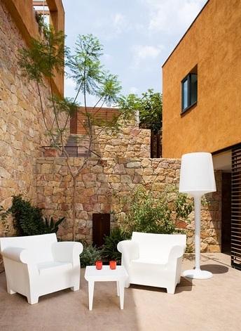 Casa ubicada en la Costa Brava con un interior de diseño en perfecta sintonía con su exterior chic and deco