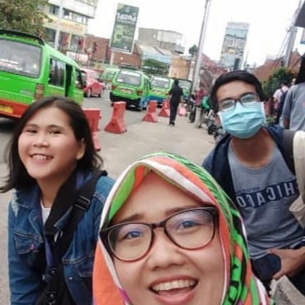 Tips Menjaga Kesehatan dan Keselamatan Saat Traveling di Musim Hujan