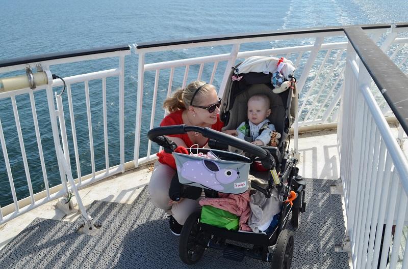 Risteilemässä vauvan kanssa