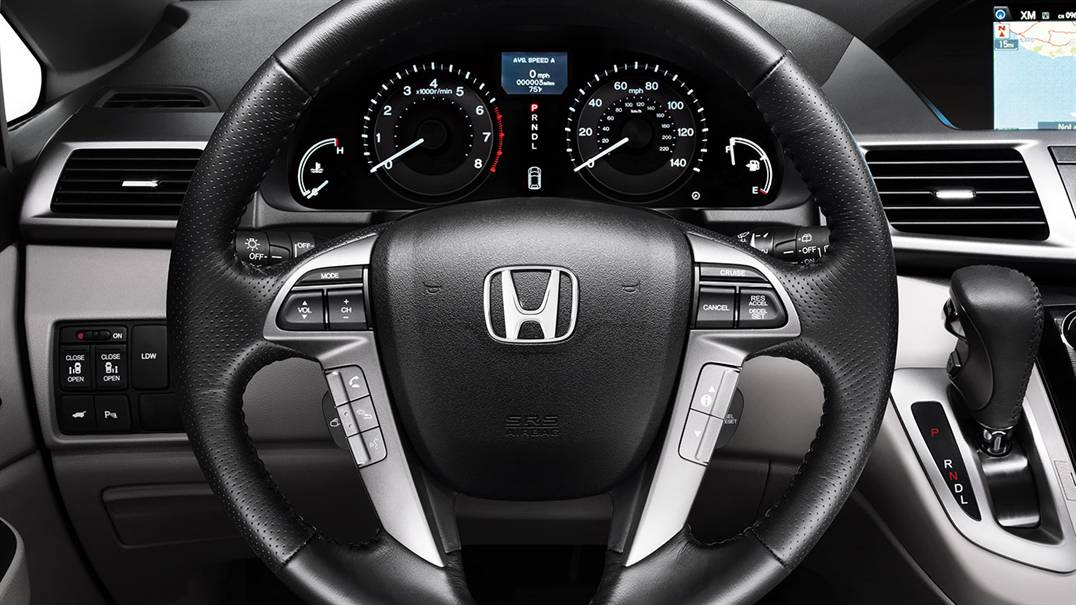 Vô lăng trực quan, chỉ cần một nút bấm là có thể thay đổi chế độ lái