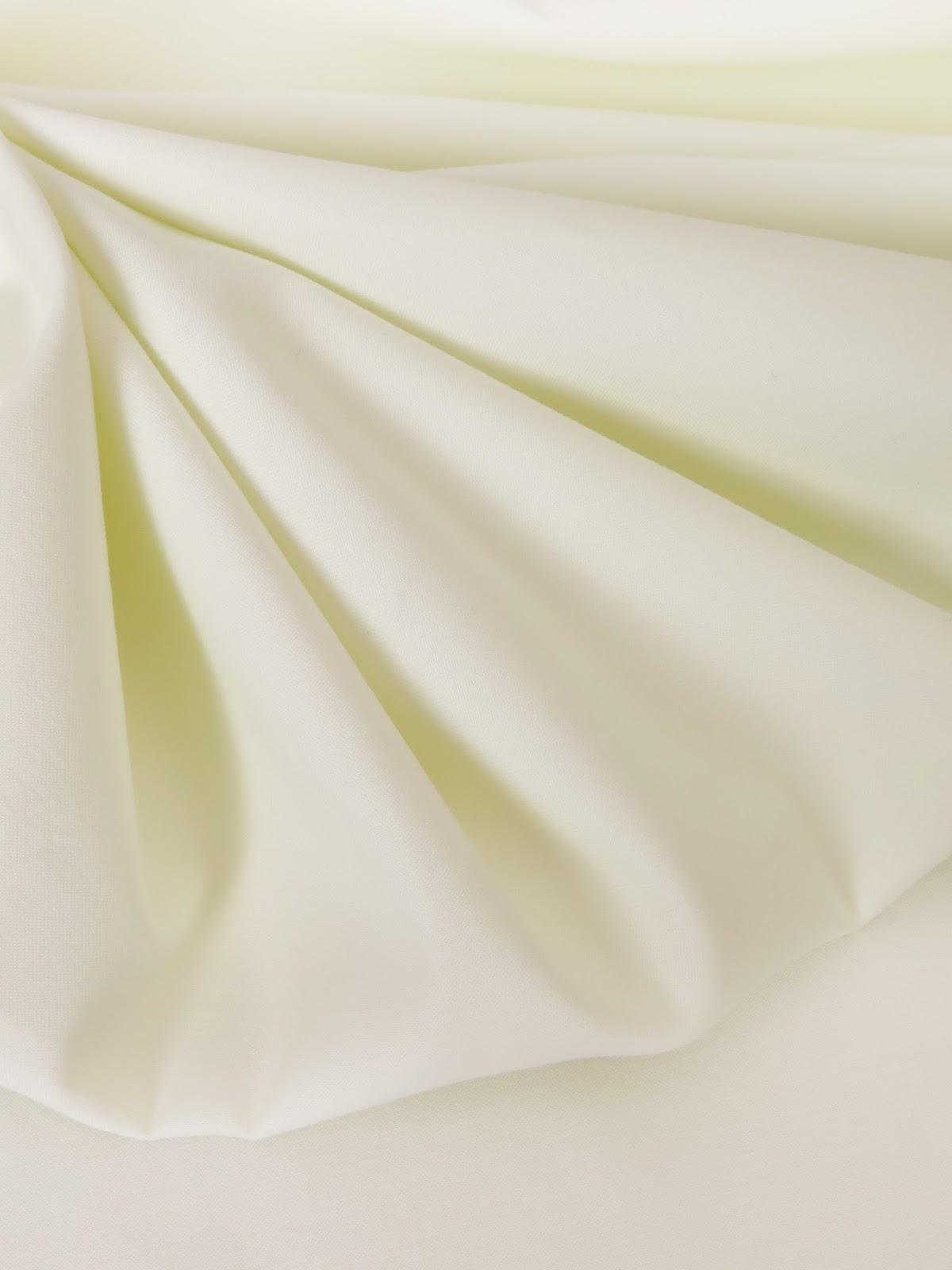 les nouveaut s au jour le jour chez stragier satin de coton extensible ivoire. Black Bedroom Furniture Sets. Home Design Ideas