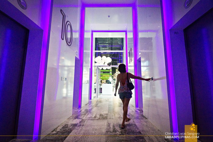 YOTEL Singapore Hallway