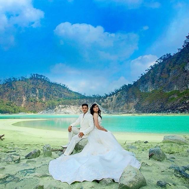 foto prewedding romantis di kawah putih