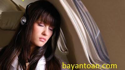 Nguyên nhân và cách chữa ù tai khi đi máy bay