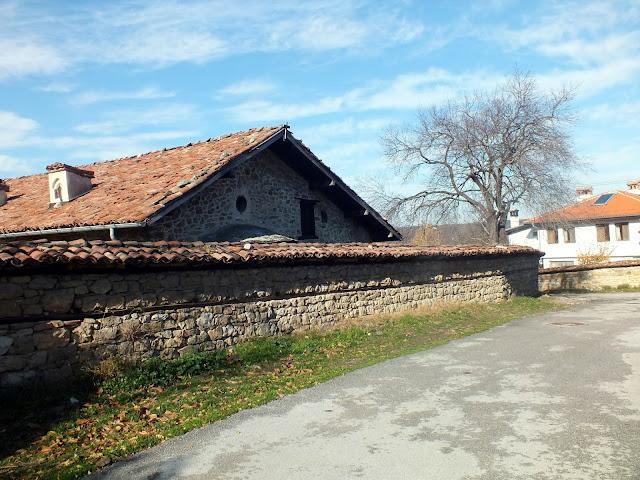 Exterior de la Iglesia de la Natividad en Arbanasi Bulgaria