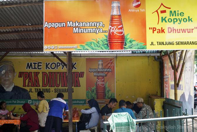 Warung Mie Kopyok Pak Dhuwur yang melegenda di Semarang