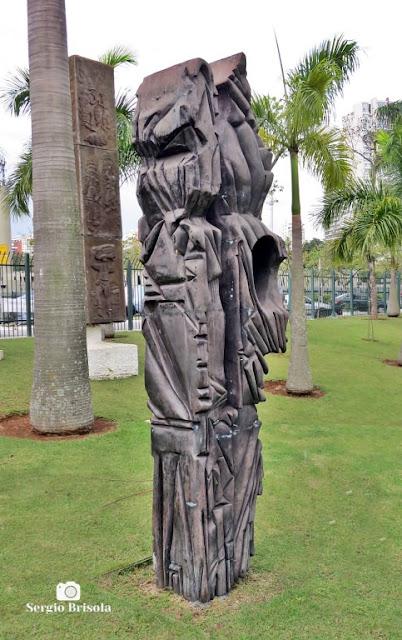Close-up da Escultura Viajantes do Tempo - ALESP - São Paulo