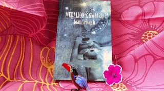 """""""Medalion z gwiazd"""" wskazał mi drogę. Recenzja książki Joanny Rajch."""