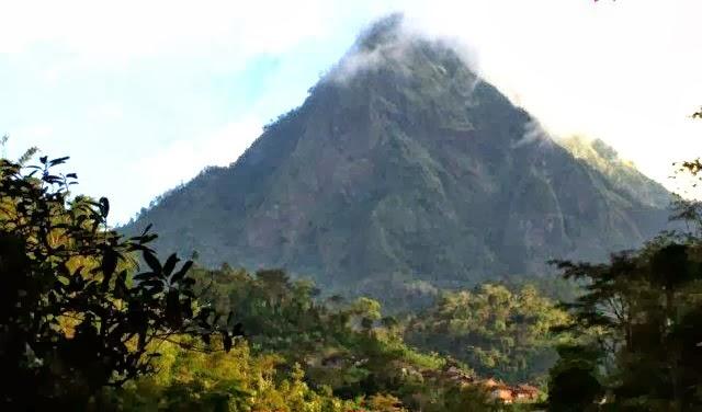 Gunung Muria (1.602 MASL)