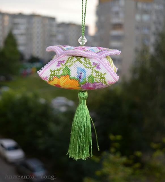 """Вышитая игрушка """"Фиалки"""" от Марьи Искусницы."""